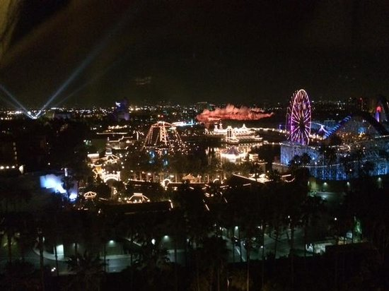 Disney's Paradise Pier Hotel : amazing view of Disneyland