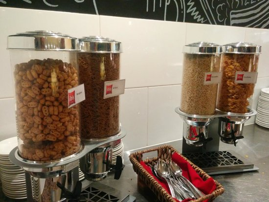 ibis Brisbane: Several cereals to choose from