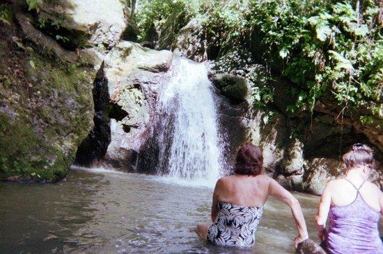 Papageno Resort: hike to the waterfalls