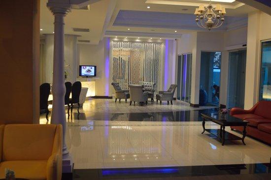 Chillax Resort: Lobby
