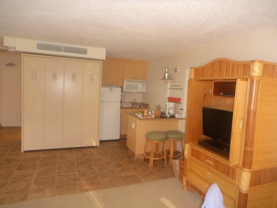 Kahana Beach Resort: Murphy bed, Kitchen
