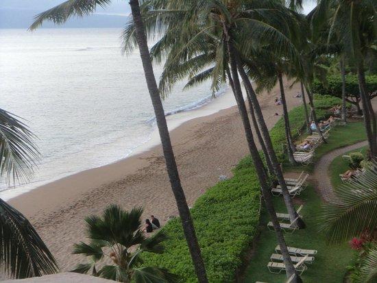 Kahana Beach Resort: Looking down from 403