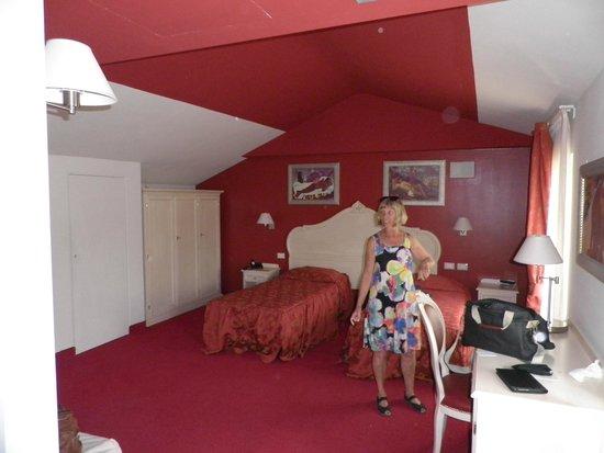 Hotel Capovilla: Our room was all in red