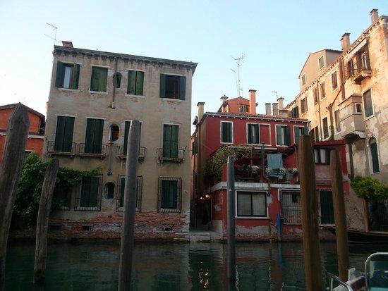 Hotel Dalla Mora : El hotel con vista a los canales