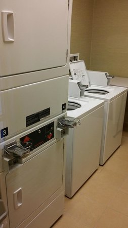 SpringHill Suites Annapolis: Laundry Room