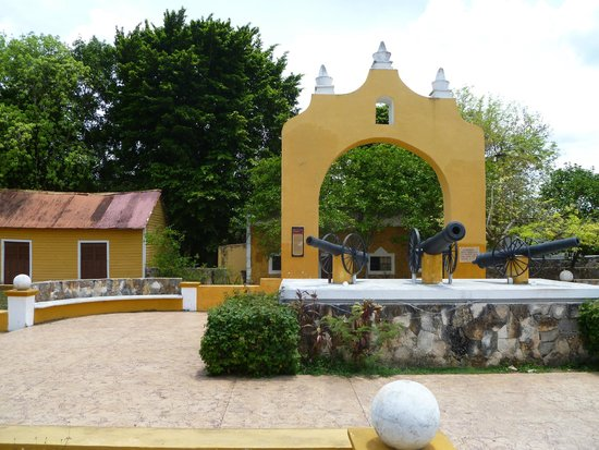 Hacienda Hotel Santo Domingo: downtown Izamal