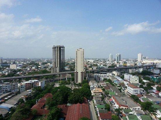Avana Bangkok Hotel : refreshing view from 19th floor room