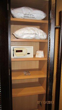 Catalonia Playa Maroma: extra pillows in closet and safe