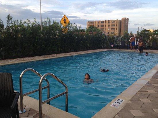 BEST WESTERN PREMIER Miami International Airport Hotel & Suites : Pool area
