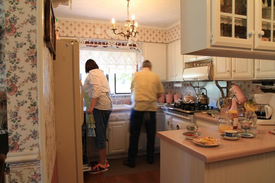 The Garden Cottage Bed and Breakfast: Kitchen