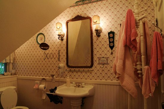 The Garden Cottage Bed and Breakfast : Bathroom