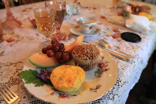 The Garden Cottage Bed and Breakfast: Breakfast
