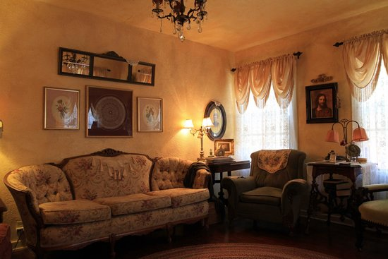 The Garden Cottage Bed and Breakfast : Living Room