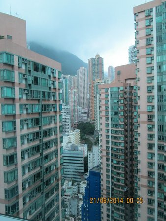 Ibis Hong Kong Central & Sheung Wan Hotel : View from room on 28th floor