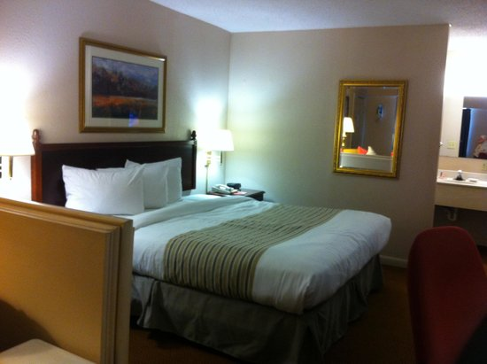 Econo Lodge at Ft. Benning: King suite room 240