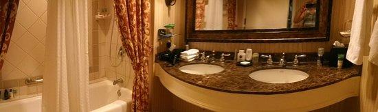 La Cantera Resort & Spa: kohler sinks