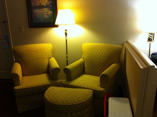 Econo Lodge at Ft. Benning: Sitting area