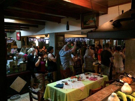 Restaurante Villa Bosque: Tambien nos divertimos con nuestros amigos
