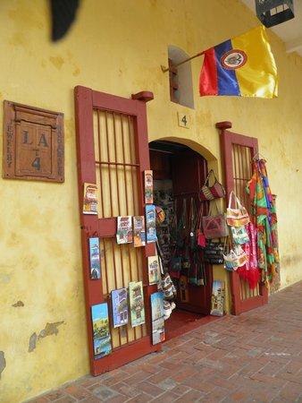 Las Bóvedas : fachada de uma das lojinhas