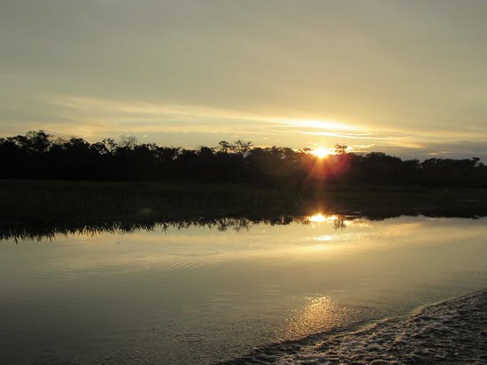 Muyuna Amazon Lodge: sunswr on the amazon