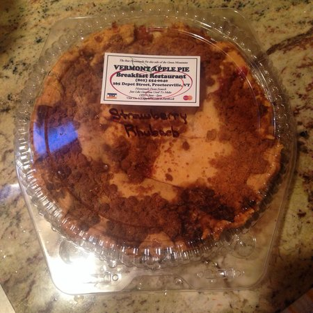 Vermont Apple Pie Bakery and restaurant: Strawberry rhubarb pie. All 3 1/2 Lbs of it!!