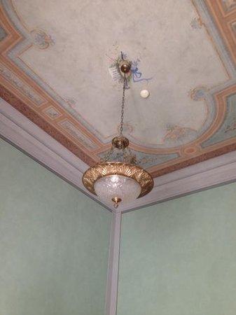 Hotel Loggiato dei Serviti : high ceikings in Room 1...so grand!