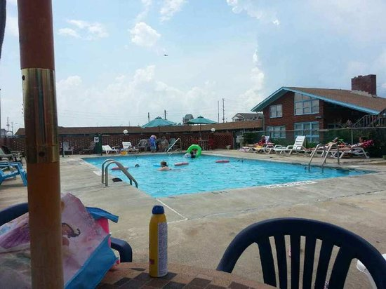 Hollowell's Motel: The pool is very clean!