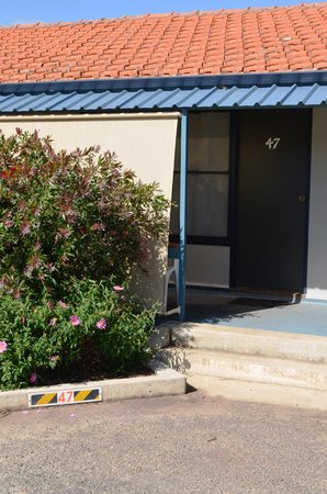 Narrogin Motel: Convenient parking outside your Room
