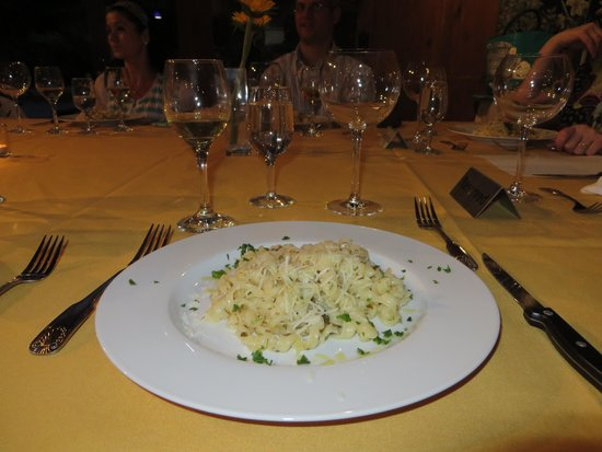 The Harvest Inn: Amazing pairing of pasta with lemon and herb sauce and Lenz Gewurtraminer.
