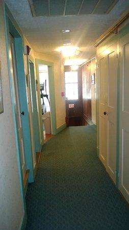 Nutmeg Inn: Hallway