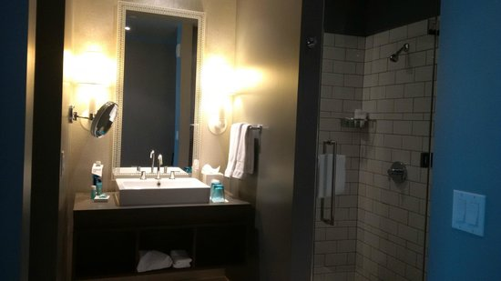 W Austin: Huge Bathroom with stand up shower