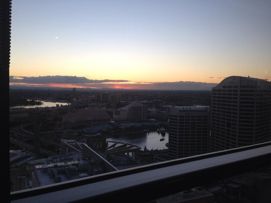 Fraser Suites Sydney : View of the sunset from the loungeroom
