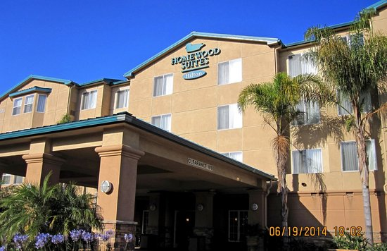 Homewood Suites by Hilton San Diego-Del Mar: Front of the Hotel.