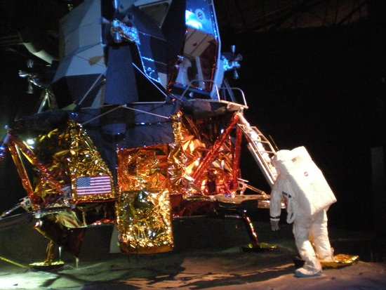 Cradle of Aviation Museum: The Lunar Modual... Very Cool!