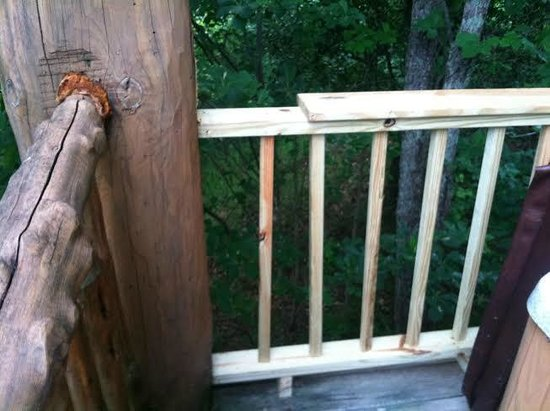 "Cobbly Nob Rentals: They ""fixed"" some of the railing"