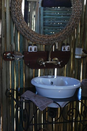 Three Baobabs : Excellent outdoor bathroom