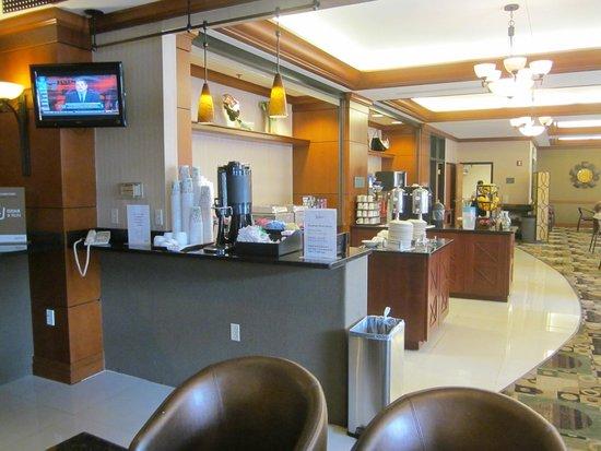 Radisson on John Deere Commons: breakfast area