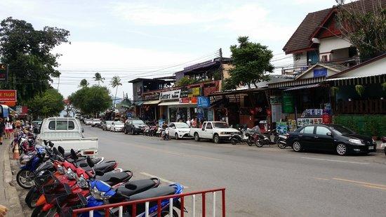 Holiday Inn Resort Krabi Ao Nang Beach: Hotel front street
