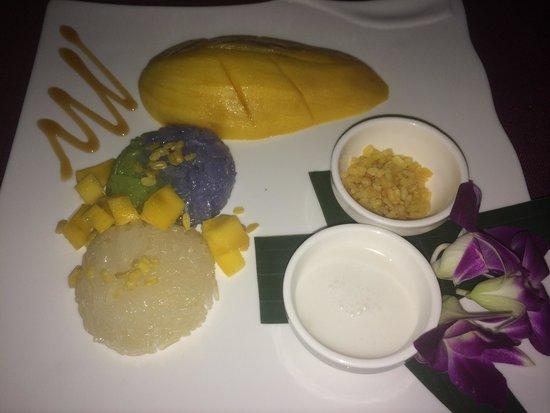 Bussaba Thai Restaurant: El postre típico de Tailandia arroz pegajoso y mango bañado con leche de coco, este postre lo pr