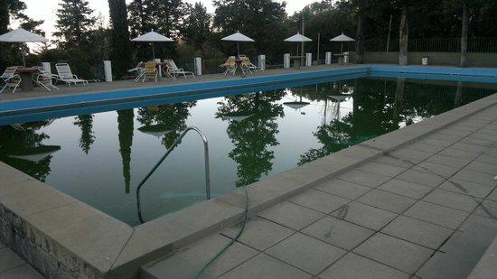 Hotel El Condor: pileta en invierno
