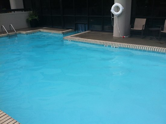 Embassy Suites by Hilton Columbus : pool indoor outdoor