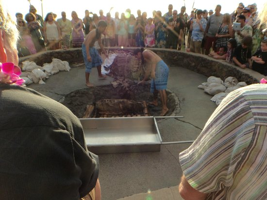 Royal Lahaina Luau: Circling the piggy