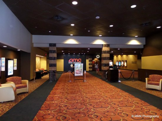 AMC Dine-In Theatres Menlo Park 12