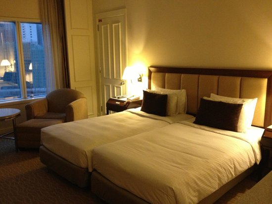 Hotel Istana: Bedroom, with view on the Petronas