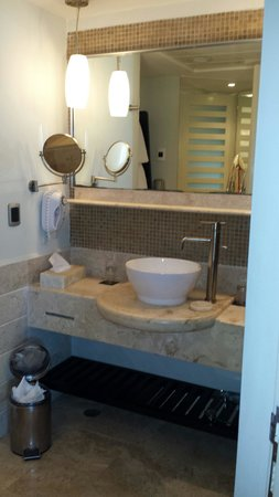 ME Cancun : Bathroom