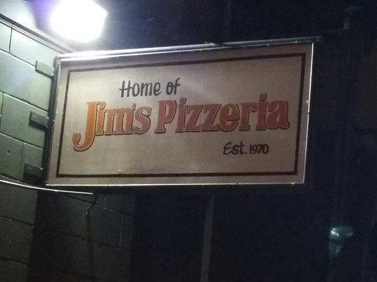 Jim's Pizzeria: At the Bank of Trent Severn Waterway  absolutely gorgeous view and outstanding food im hooked