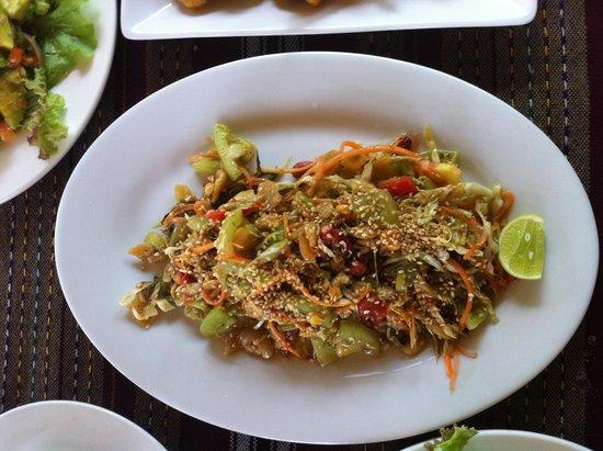 Thanakha Garden: Green Tea Salad