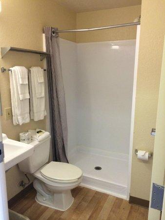 Crossland Economy Studios - Houston - West Oaks: Standard studio bathroom