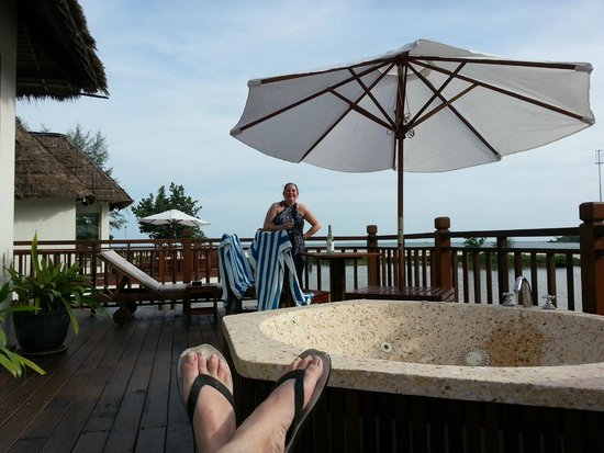 Sokha Beach Resort: Relaxing on the balcony