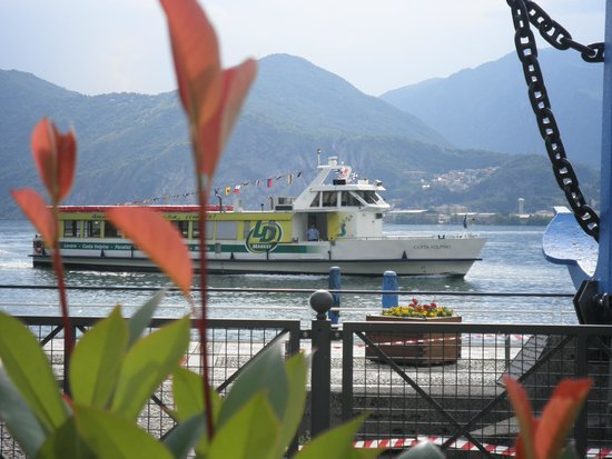 Lago d'Iseo: the boat will take you around the villages